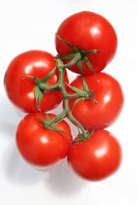 https://pixabay.com/en/tomato-bunch-mature-red-food-473764/