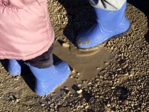 https://pixabay.com/en/puddle-boots-child-mud-114348/