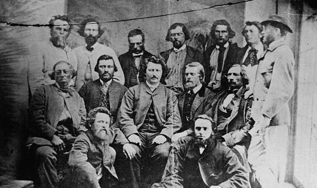 Three rows of men with Louis Riel in the centre.