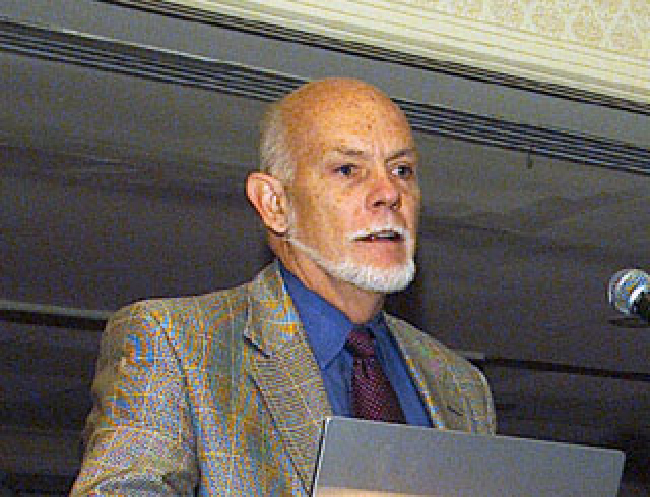 A photo of Richard Smalley is shown.