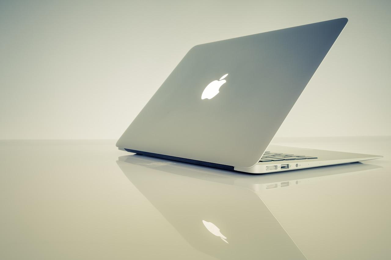 A Macintosh laptop computer.