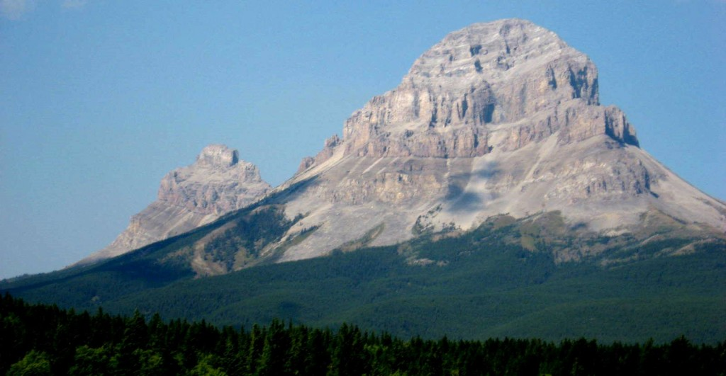 Figure 21.1 Crowsnest Mountain in the southern Alberta Rockies is made up of Paleozoic rocks that were uplifted by continental convergence during the Mesozoic, and then eroded by glaciation during the Cenozoic [SE]