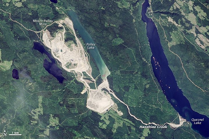 Figure 20.14b The Mt. Polley Mine area after the tailings dam breach of August 2014. The water and tailings released flowed into Hazeltine Creek, and Polley and Quesnel Lakes. [https://en.wikipedia.org/wiki/Mount_Polley_mine_disaster]