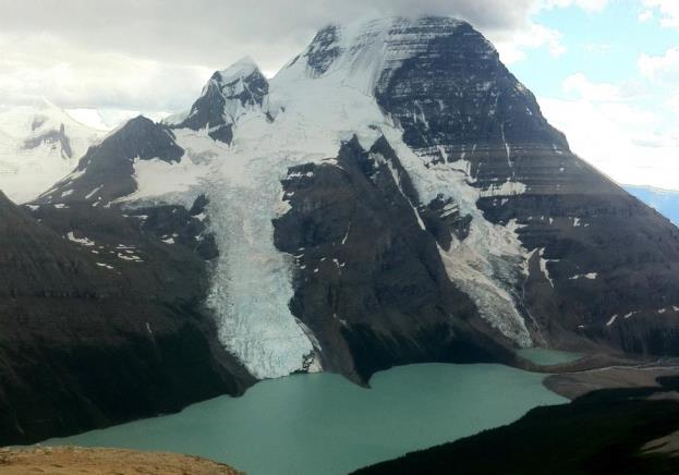 Figure 16.18 Mt. Robson, the tallest peak in the Canadian Rockies, Berg Glacier (centre), and Berg Lake. Although there were no icebergs visible when this photo was taken, the Berg Glacier loses mass by shedding icebergs into Berg Lake. [SE]