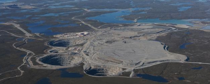 Figure 4.22 Ekati diamond mine, Northwest Territories, part of the Lac de Gras kimberlite field [http://upload.wikimedia.org/wikipedia/commons/8/88/Ekati_mine_640px.jpg]