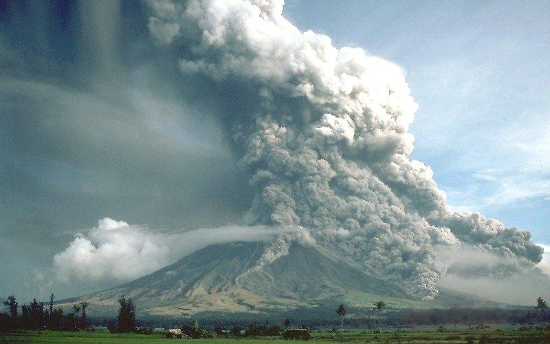Fotografia de la erupción del Monte pliniano Mayon, Filipinas. en 1984.