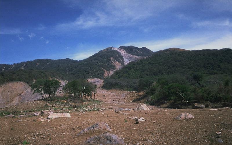Fotografía de la parte de la ruta del lahar del volcán Casita, 30 de Octubre de 1998.