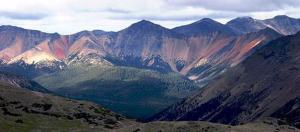 Figure 4.30 Rainbow Range, Chilcotin Plateau, B.C. (http://upload.wikimedia.org/wikipedia/commons/f/fd/Rainbow_Range_Colors.jpg).