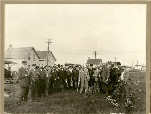 A sod turning in Thunder Bay in 1912 for a new Canadian Car and Foundry shop. Labour is not represented among the dignitaries. https://www.flickr.com/photos/thunderbayarchives/14386106137