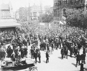 A crowd scene on the streets of Winnipeg in the spring of 1919. (Library and Archives Canada) http://collectionscanada.gc.ca/pam_archives/index.php?fuseaction=genitem.displayItem&lang=eng&rec_nbr=3574292&rec_nbr_list=134363,3192170,3574292,3574291,116448,139808,3536279,3559290,3559275,3559259
