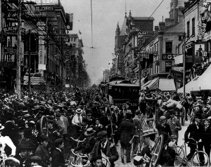 A regiment of Canadian soldiers returns from South Africa and is met by a huge public reception on King Street in Toronto.
