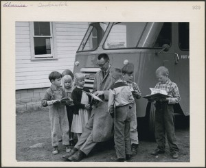 "Elements of urban life – including well-stocked libraries – could not be transferred to rural Canada, but crusades to improve literacy and education could. A ""bookmobile"" visits northwestern Ontario at mid-century. (Canada. Dept. of Manpower and Immigration / Library and Archives Canada MIKAN #4369759). http://collectionscanada.gc.ca/pam_archives/index.php?fuseaction=genitem.displayItem&lang=eng&rec_nbr=4369759&rec_nbr_list=3932211,3534330,3028715,3924695,3643985,3383557,3368089,4369759,2268606,3361974"