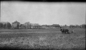 The Mohawk Institute and Farm at Brantford, 1917. (John Boyd / Library and Archives Canada) http://collectionscanada.gc.ca/pam_archives/index.php?fuseaction=genitem.displayItem&rec_nbr=3309629&lang=eng