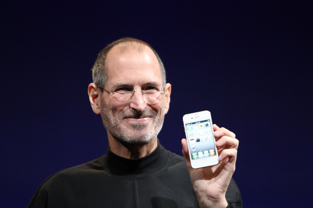 Steve Jobs introduces the iPhone 4