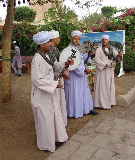 Photograph of men wearing loose white clothing.