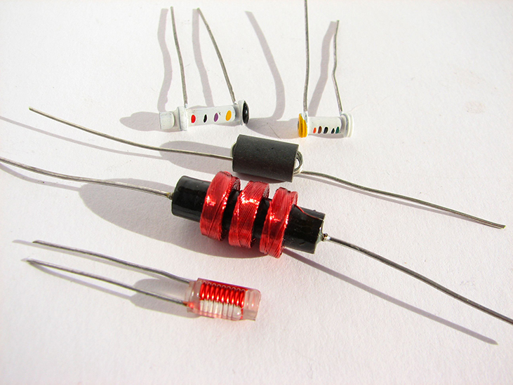 Photograph of a variety of inductors.